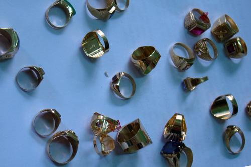 24 chiếc nhẫn Thảo và Sang đem bán