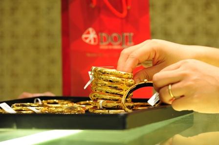 Giao dịch vàng trang sức tăng mạnh trong dịp lễ tình nhân 14-2. Ảnh: DOJI