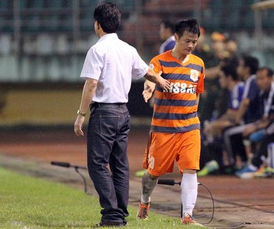 Văn Quyến (ảnh) nằm ngoài danh sách các cầu thủ V. Ninh Bình bị cơ quan điều tra triệu tập trong khi án bán độ - Ảnh: Hải Anh