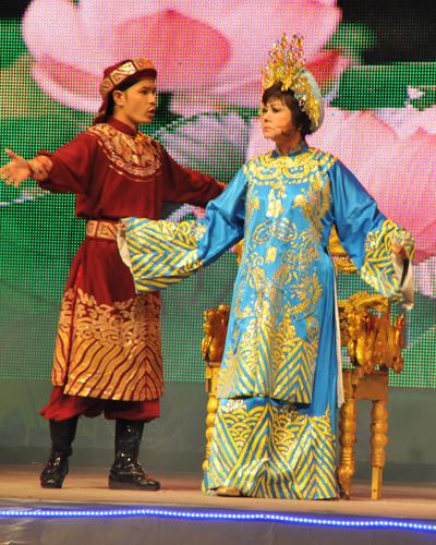 NS Hoàng Việt và Kiều Phượng Loan trong trích đoạn Tình mẹ