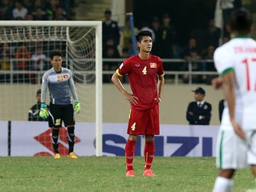 Trung vệ Tiến Thành (4) vẫn chậm tiến bộ dù được tạo nhiều cơ hội trong hơn 1 năm qua, từ đội U23, CLB Hải Phòng đến tuyển Việt Nam Ảnh: QUANG LIÊM