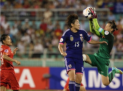Thủ môn Kiều Trinh làm việc khá vất vả trước đối thủ mạnh Nhật Bản