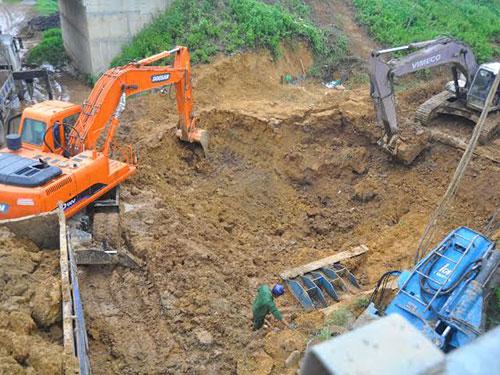 Đường ống nước sông Đà bị vỡ