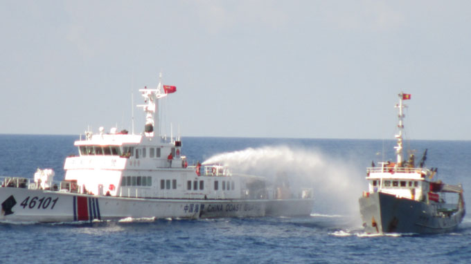 Tàu Trung Quốc tiếp tục hung hăng, xịt vòi rồng vào tàu kiểm ngư Việt Nam