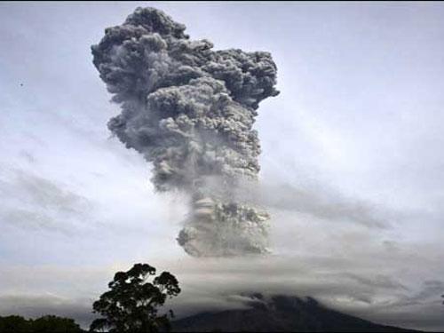 Núi lửa Sinabung phun trào dữ dội hôm 4-1