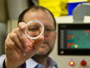Vòng tránh thai và kháng HIV của nhà phát minh Patrick Kaiser - Ảnh New Scientist