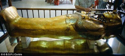 Tutankhamun bị gãy chân và chết do nhiễm trùng vết thương