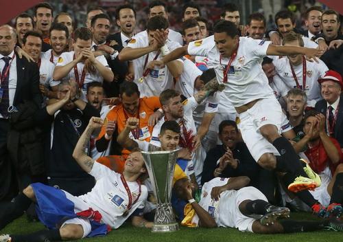 Sevilla lần thứ ba vô địch Europa League