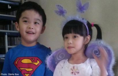 Ngày đầu tiên đến trường của hai bé Julius và Jayleen Boo. Ảnh: Asia One