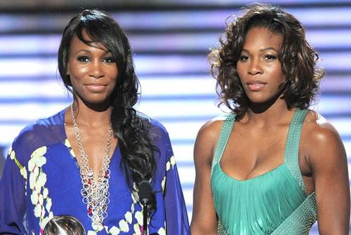 Chị em nhà Williams trong trang phục cực kỳ nữ tính