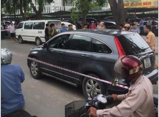 Chiếc xe Honda CRV anh Thành- chủ thầu xây dựng đi và bị sát hại khi đang ngồi trên xe
