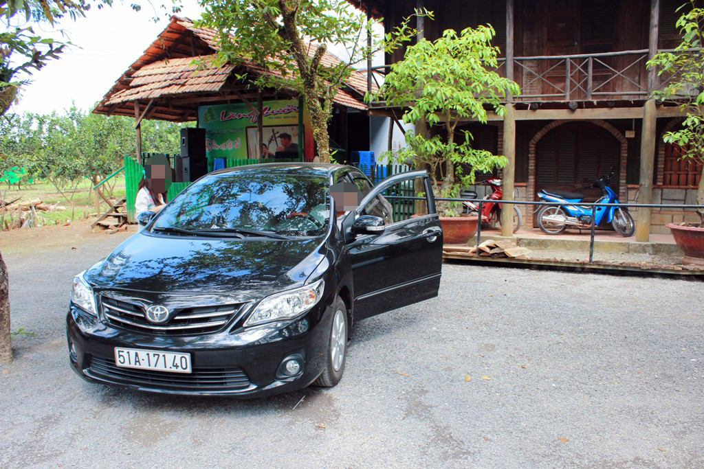 Chiếc Altis cho thuê, sau đó biến mất cùng những người thuê xe.