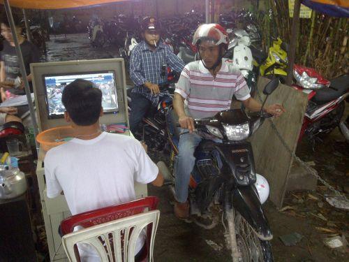 Bãi giữ xe ở BV Y khoa Phạm Ngọc Thạch (quận 10, TP HCM) thu phí cao hơn quy định