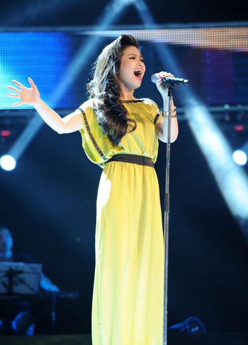 Ca sĩ trẻ Dương Hoàng Yến khẳng định việc được hát trong một chương trình thể hiện tình yêu quê hương, đất nước là niềm vinh hạnh lớn