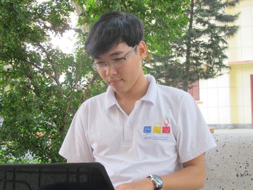 Chàng trai 19 tuổi tại sân Trường ĐH Khoa học Tự nhiên
