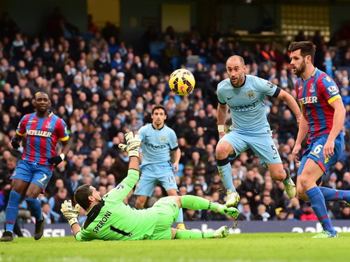 Hậu vệ Zabaleta tham gia tấn công trước cầu môn Crystal Palace