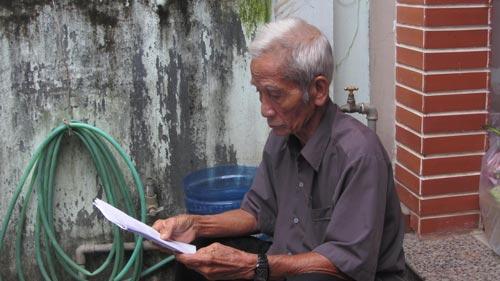 Ông Huỳnh Văn Truyện, cha Huỳnh Văn Nén, nhiều năm trời kêu oan cho con Ảnh: Bạch Long