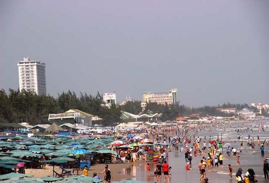 Chuyện chặt chém dường như không còn xa lạ với du khách khi đến bãi biển Vũng Tàu. Ảnh TL
