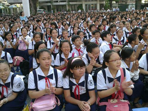 Học sinh lớp 6 Trường THPT chuyên Trần Đại Nghĩa trong buổi lễ khai giảng. Ảnh: T. Thạnh/ NLĐO