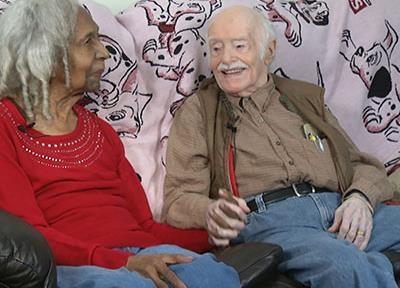 Ông Eddie Harrison hạnh phúc bên người vợ mới cưới Edith Hill. Ảnh: AP