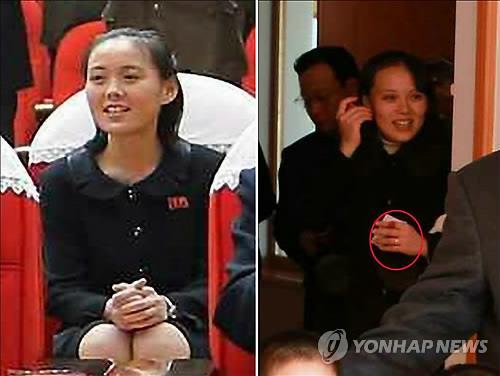Cô Kim Yo-jong và ngón tay bên trái dường như đeo một chiếc nhẫn cưới (khoanh đỏ). Ảnh: Yonhap