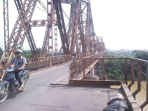 Cầu Long Biên đang xuống cấp do đã khai thác hơn 100 năm Ảnh: Thùy dương