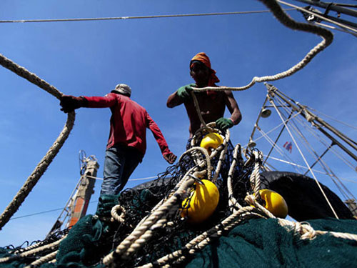 Thái Lan đang xem xét đưa tù nhân lên tàu đánh cá làm việc Ảnh: Bangkok Post