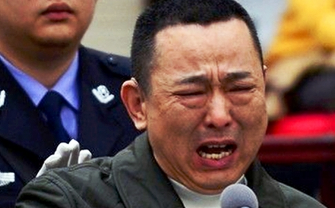 Lưu Hán khóc tại phiên tòa tháng 5-2014. Ảnh: SCMP