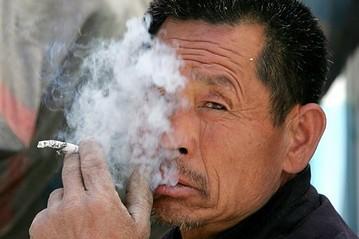 Hơn 300 triệu người nghiện thuốc lá tại Trung Quốc. Ảnh: Global Health Governance