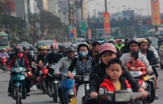 Theo ghi nhận của phóng viên vào 16 giờ chiều nay tại đường Giải Phóng, lượng phương tiện đi lại rất lớn