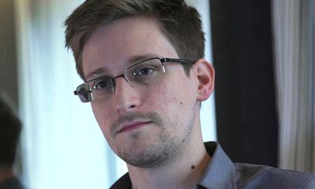 """""""Người thổi còi"""" Edward Snowden có ý định trở về Mỹ nhận tội. Ảnh: The Guardian"""