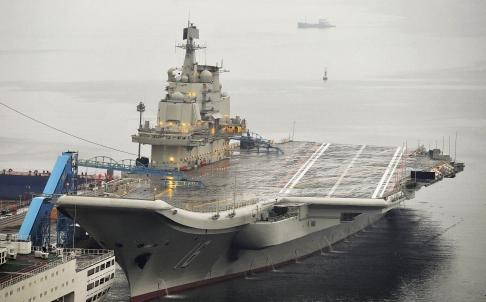 Tàu sân bay Liêu Ninh đậu ở cảng Đại Liên. Ảnh: Reuters