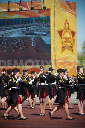 Các nữ học viên Nga diễn tập để chuẩn bị duyệt binh hôm 6-5. Ảnh: Demotix