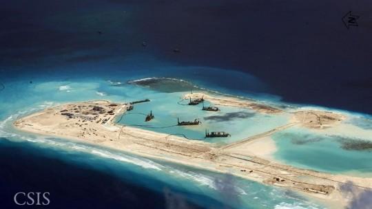 Trung Quốc cải tạo đất trái phép ở biển Đông. Ảnh: CSIS