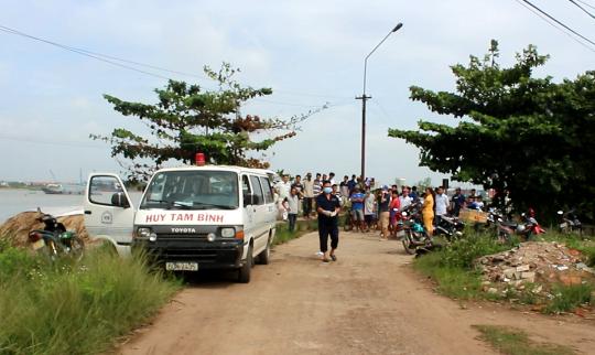 thi thể nạn nhân được cơ quan chức năng chuyển về nhà xác của Bệnh viện Đa khoa tỉnh Đồng Nai