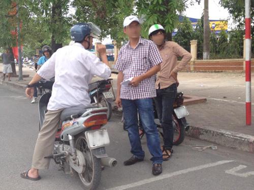 Phe vé hoạt động công khai ngay trước cửa Liên đoàn bóng đá Việt Nam (VFF)