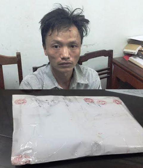 Đối tượng Triệu Văn Thắng và số tang vật bị bắt giữ. Ảnh Công an cung cấp