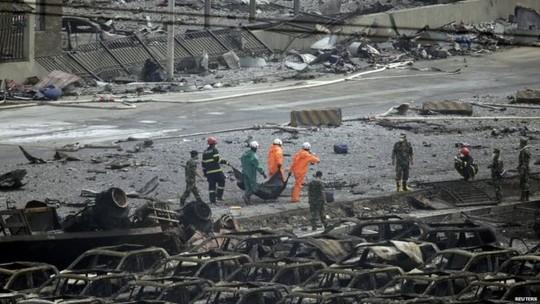 """Thành Long, Phạm Băng Băng hỗ trợ """"thảm họa Thiên Tân"""""""