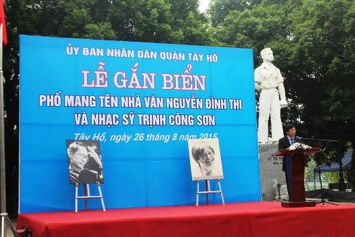 Lãnh đạo TP Hà Nội phát biểu trong lễ gắn biển phố mang tên nhà thơ, văn Nguyễn Đình Thi và nhạc sỹ Trịnh Công Sơn