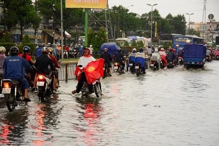 Một số tuyến đường đã được nâng cấp và làm cống thoát nước nhưng mỗi khi mưa lớn vẫn không tránh khỏi tình trạng ngập nước.
