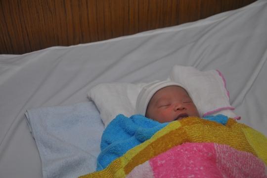 Bé trai sơ sinh bị bỏ rơi được chăm sóc đặc biệt tại khoa Sản của bệnh viện quận 9