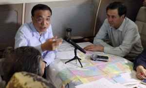 China's premier, Li Keqiang, chairs a meeting to direct search and rescue work as he takes a plane to the site of the sinking.