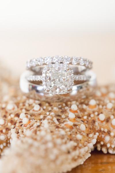 Kim cương là người bạn tốt nhất của mọi cô gái, đặc biệt là một viên kim cương đẹp như thế này