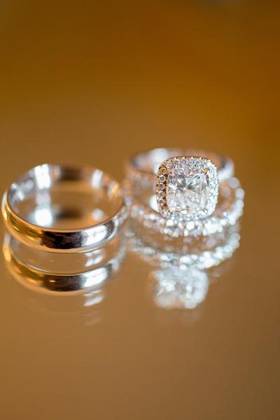 Đơn giản và sang trọng, chiếc nhẫn đính hôn này được đánh giá là sự thuần khiết hoàn hảo