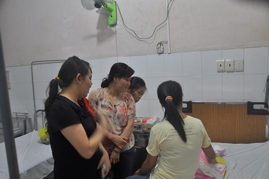 Nhiều người đã đến bệnh viện thăm cháu bé