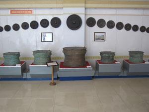 Cổ vật trưng bày trong bảo tàng tỉnh