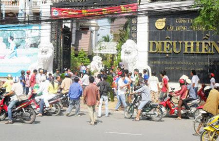 Người dân địa phương rất quan tâm tới vụ nợ nần của Bianfishco (năm 2012)