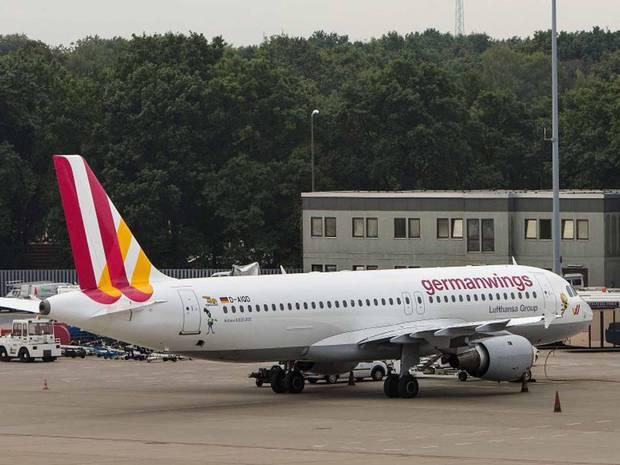 Chiếc Airbus A319 của Germanwings dường như bị rò rỉ dầu, tuyên bố của hãng cho biết. Ảnh: Independent