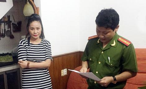 Cơ quan CSĐT Bộ Công an đọc lệnh bắt, khám xét khẩn cấp đối với Trần Thị Hương Giang.