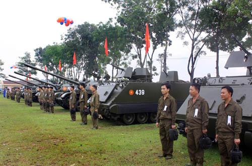 Đội hình xe tăng – thiết giáp của Lữ đoàn trong ngày hội thao kỹ thuật.